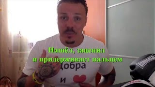 Симонов играет на камеру. Фокус с футболкой.