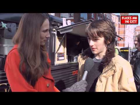 Game of Thrones Bran Stark Interview - Isaac Hempstead-Wright streaming vf