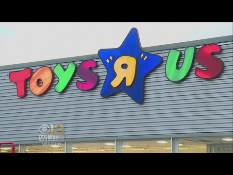"Toys ""R"" Us May Liquidate Bankrupt U.S. Stores"