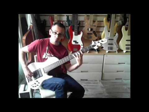 Bass Lesson: Diminished Run & A7 Groove