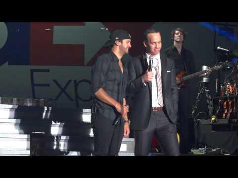 Peyton Manning and Luke Bryan singing Folsom Prison Blues 4/27/2013