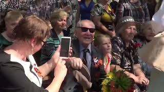 Участники марафона «Памяти и славы» поют песню «Всё помнят ветераны»! Народное творчество!
