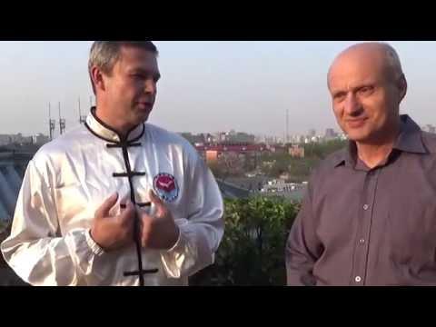 """Виктор Панасюк в гостях у Института """"Кундавелл""""."""