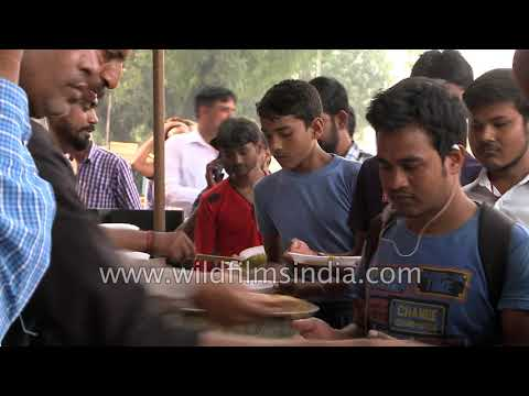 Food distribution in an outdoor Delhi soup kitchen, for the masses