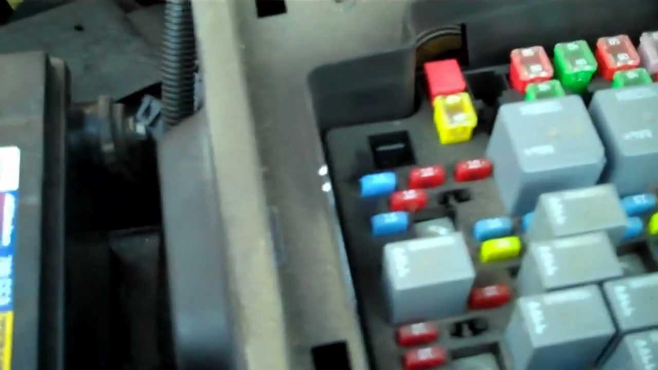 2005 chevy silverado fuse box