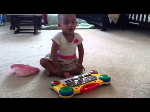 Mimpi playing with laily masis piano