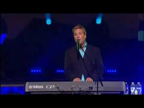 Michael W. Smith feat. Israel Houghton - Help Is On The Way