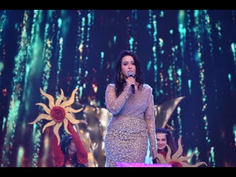 Amruta Fadnavis performing song Phir Se at UMANG 2018 - charity event for Mumbai Police