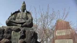 鎌倉史跡百選ー源氏山公園にある源頼朝の銅像.