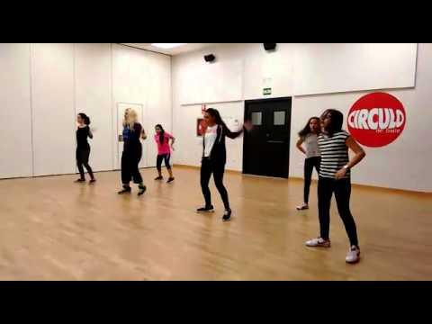 Natalia Divar/Love More/ Circulo de Baile