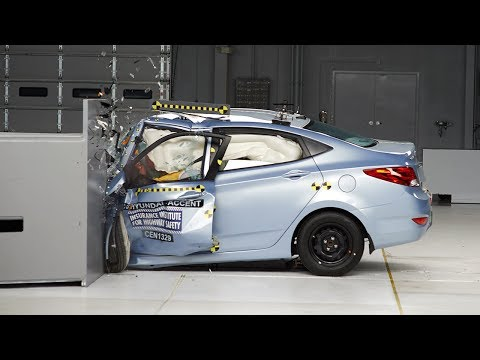 Фото к видео: 2013 Hyundai Accent driver-side small overlap IIHS crash test