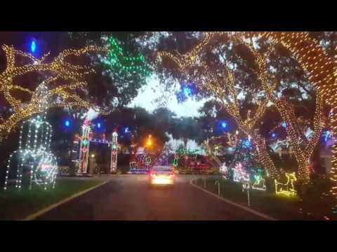 Beautiful-Christmas-Display-near-Jupiter-FL