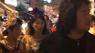 8月26日の夜8時ごろ、東京の麻布十番祭りでバイオリニスト・葉加瀬太郎...