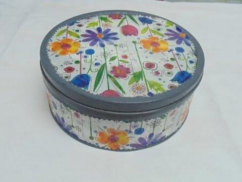 Reciclar y decorar cajas de galletas con spray doovi - Como decorar una caja de metal ...