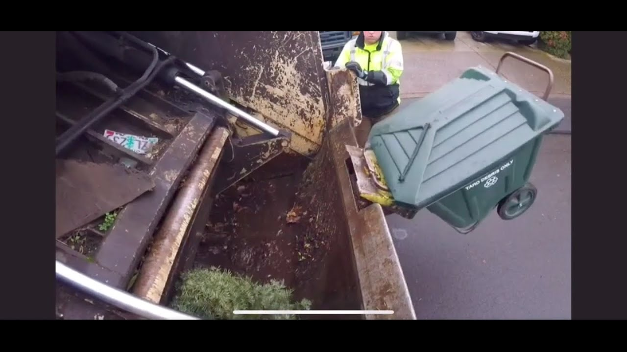 Volvo FE Leach Rear Loader Ride Along! (Polly Cart Action!)