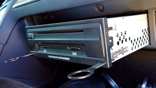 Removing CD-changer / heaḋunit / SD drive in Audi, VW, Seat, Skoda