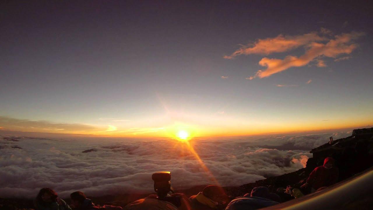 富士山頂上からの御來光 - YouTube