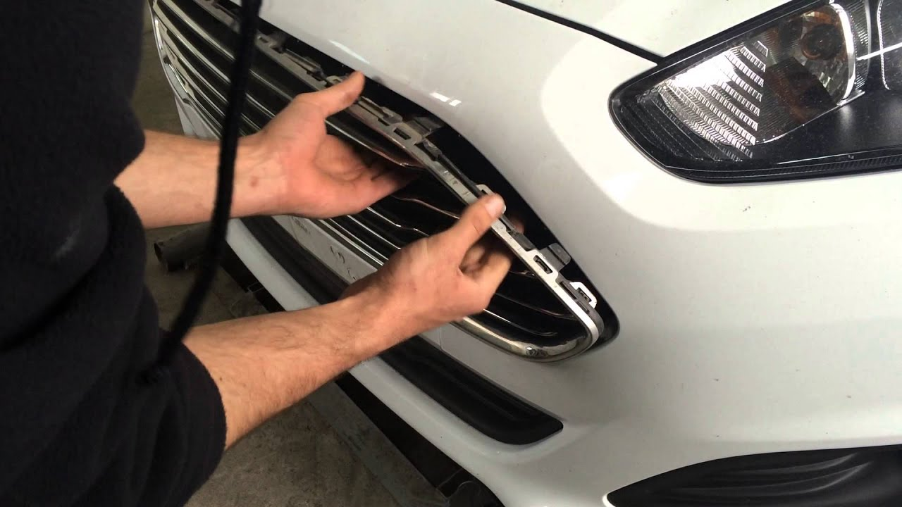 Ford Fiesta Mk7 Lift Upper Grille Removing Форд Фиеста