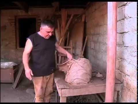 Как делают квеври — гигантский грузинский винный кувшин