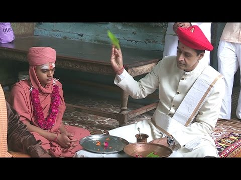 SWAMI SANTMUNI DASJI -DIKSHA ( shree swaminarayan mandir bhuj )
