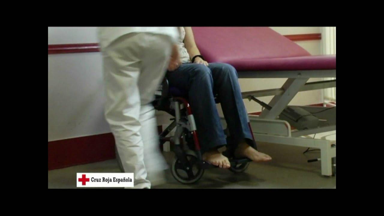 Transferencia de una cama a una silla de ruedas  YouTube