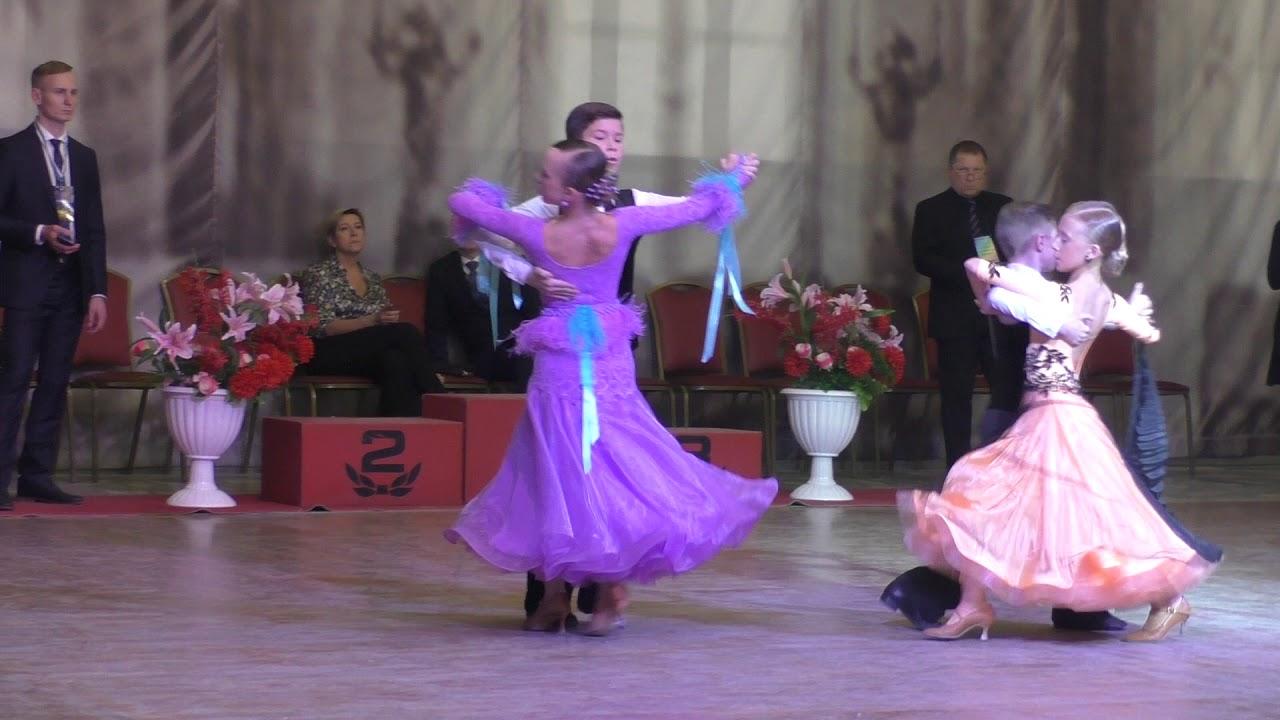 327e02888740f5c Самые красивые бальные платья Стандарт - Финал Танго Юниоры 1 - YouTube