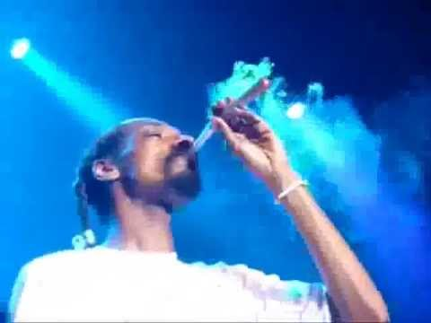 snoop dogg smoke weed live in a concert