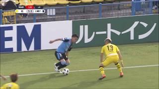 鈴木 雄斗(川崎F)が左サイドからのクロスを頭で流し込み、J1リーグ...