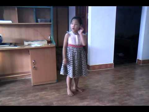 Co con chim vanh khuyen nho Khanh Linh DBP