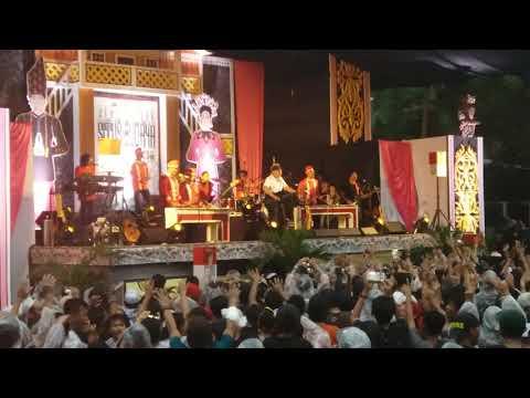 Iwan Fals - Orang Pinggiran (Konser Situs Budaya : Sulut - Minahasa)