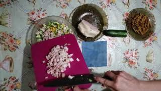 Салат из корейской моркови с мясом и сухариками