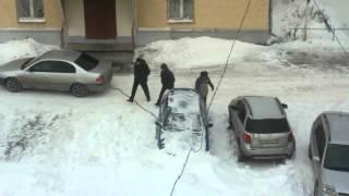 застрявшие автомобили в снежном плену