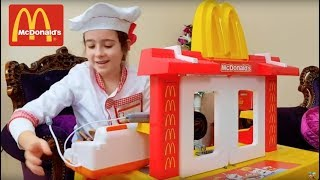 McDonald's - Pretend Play Car Ride on with Kitchen Toy Playset