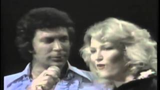 Tom Jones & Tanya Tucker - Help Me Make It Through the Night