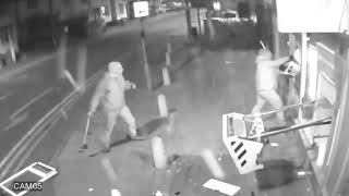 Kriminalis UK Lutterworth, Leicestershire CCTV shows gang blowing cash machine