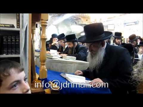 Lelover Rebbe Counting Sefira @ Kever Shimon Hatzadik Sivan 5772