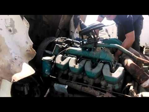 motor scania 143 v8 funcionando - YouTube