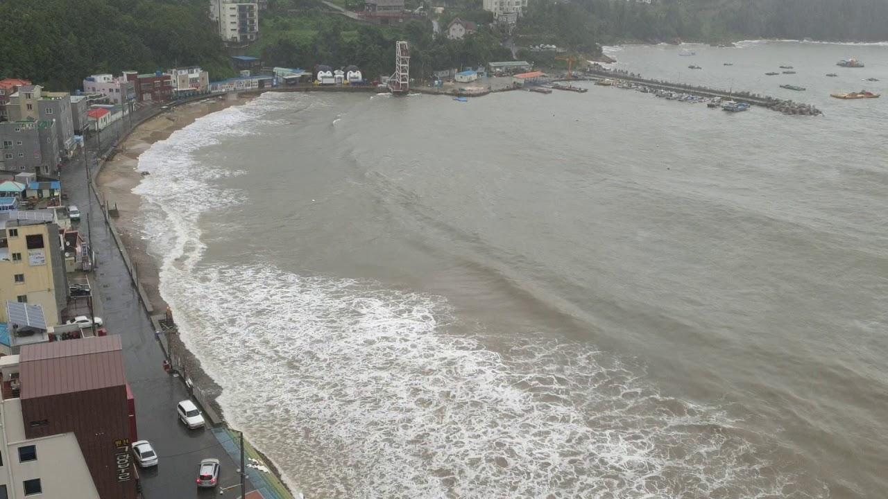 17호 태풍 타파 평상시 파도도 없는 거제 덕포해수욕장