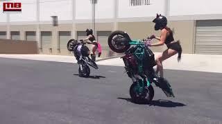 Video: Khi con gái lái moto khủng trên phố