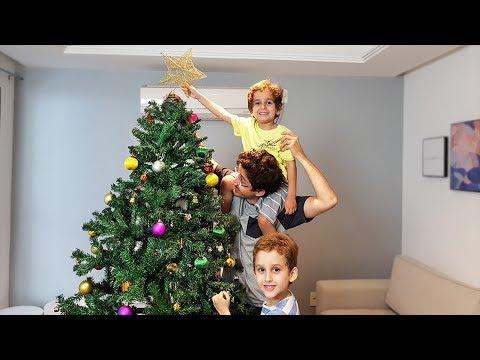 MONTANDO a ÁRVORE de NATAL e Brincando com Paulinho e Toquinho - Kids and Christmas Tree
