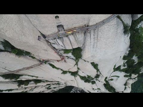 Cliffside Plank Path on Huashan Mountain Re-opens to Public after Maintenance