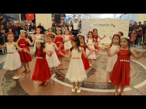 Neler Oluyor Hayatta - Zübeyde Hanım İlkokulu 2 E Sınıfı 23 Nisan Gösterisi Neomarin (2017 kısım 1)