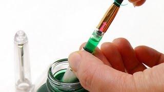 Как заправить перьевую ручку, оснащенную конвертером(Видео о том, как происходит заправка перьевой ручки, оснащенной конвертером для чернил. Также рекомендуем..., 2013-07-03T13:57:24.000Z)