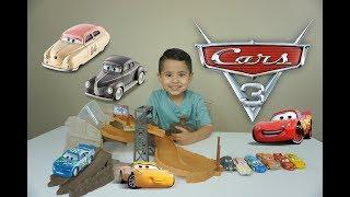 DISNEY CARS 3 TOYS Midnight Jump Playset | Louise Nash, Junior Moon, Lightning McQueen and Smokey