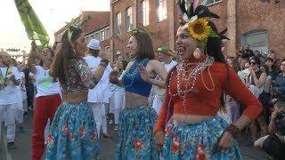 Горячий бразильский карнавал в центре Минска