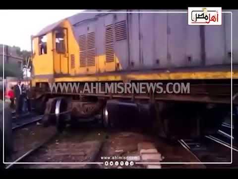 أهل مصر | الأهالي يحاولون رفع عربة قطار لمساعدة مصابي حادث التصادم بالإسكندرية