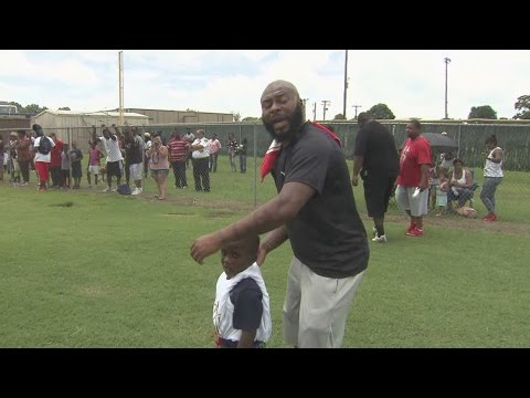 """Antoine Bethea hosts first """"Community Day"""" at his high school"""