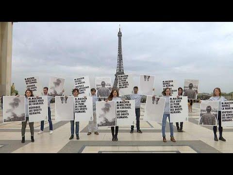شاهد: منظمة العفو الدولية تعتصم في باريس احتجاجاً على احتفال فرنسا بالأمير السعودي…