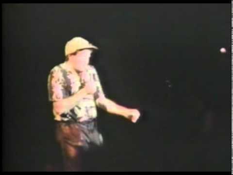 Robin Williams   Elmer Fudd Sings Bruce Springsteen