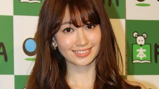 人気アイドルグループ「AKB48」の小嶋陽菜さんが3月23日、東京都内の書店で写真集「どうする?」(宝島社)の発売記念イベントを開催。イベント前に取材に応じた小嶋さん ...